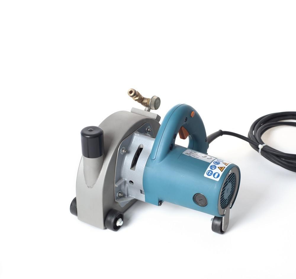 Makita 5903R sleuvenzaagmachine 200DZ voor nat + droog zagen